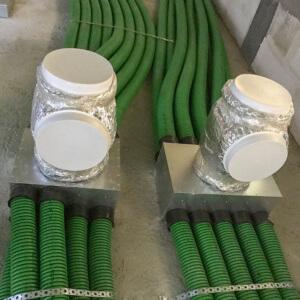 Mimo trudności wynikającej z dużej ilości przewodów, instalacja jest wykonana profesjonalnie, Odpowiednio zabezpieczone trójniki przed zabrudzeniami.