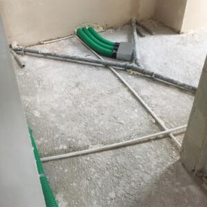 Będąc instalatorem należy brać pod uwagę przeszkody wynikające z istnienia innych instalacji domowych.