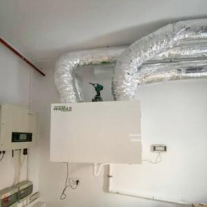 Podłączenie zasilania, panelu i odprowadzenia skroplin w rekuperatorze Wanas