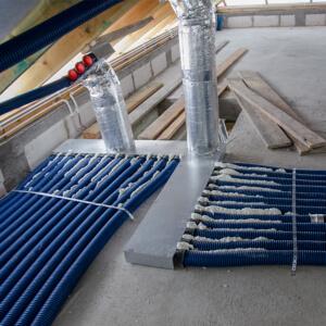 Przewody 75 mm dodatkowo połączone ze sobą pianką montażową.